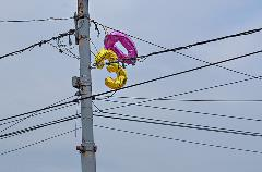 Stay safe and keep metallic balloons out of power lines