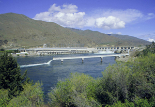Photo of Rocky Reach Dam.