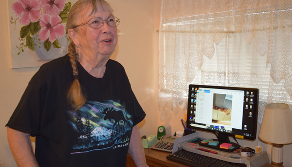 Vivienne Johnson shows window photo on her computer